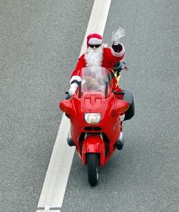 Santa_Claus_BMW_01